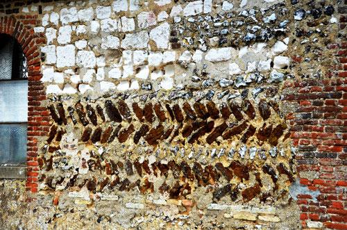 Mur de l'église de Vercourt