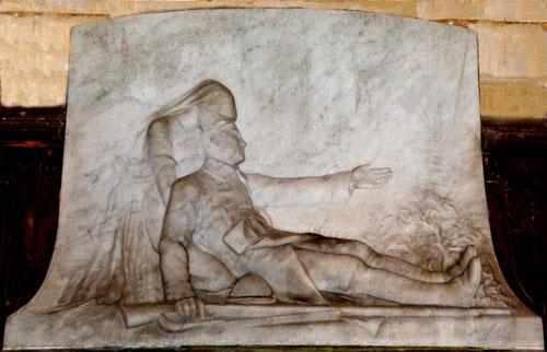 Le monument aux morts de l'église de Revelles
