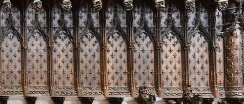 Les fleurs de lis des stalles de la Cathédrale
