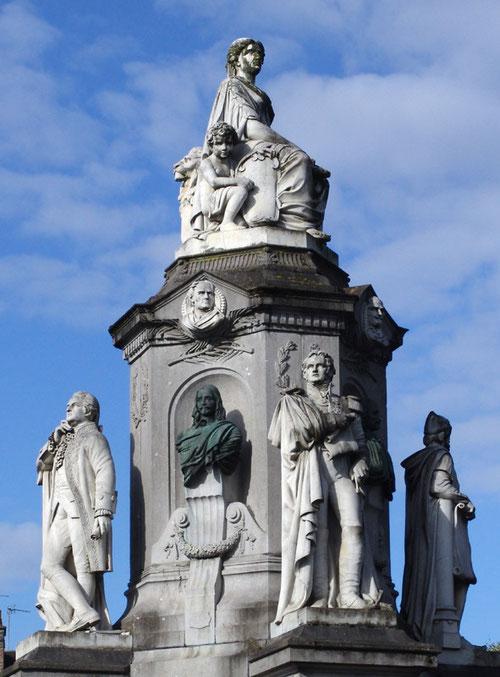 """Le Monument des """"Illustrations Picardes"""", place Joffre à Amiens"""