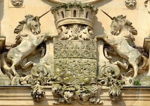 Le blason de la Ville d'Amiens- Façade de l'Hôtel de Ville