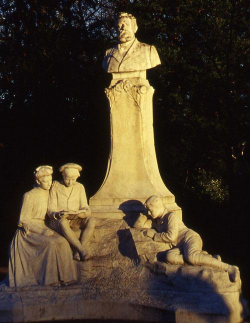 """Le buste de Jules Verne""""- les Petits Jardins""""- Place du Maréchal Joffre"""