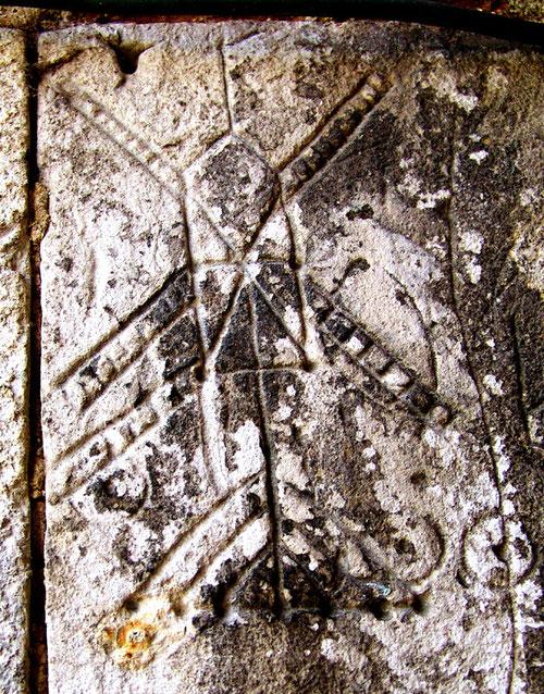 Sur les murs de l'église de Saint-Maxent