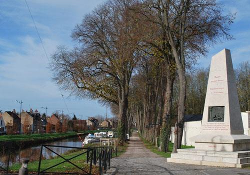 Monument dédié au Chevalier de la Barre