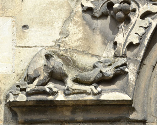 Scupture sur l'archivolte de la porte du Beffroi