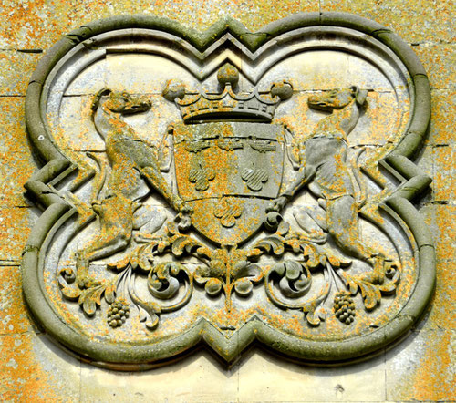 L'EGLISE de Le Quesnel : église Saint léger. Blason-de-la-famille-blin-de-bourdon