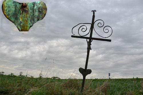 Croix de chemin à Beaumetz sur un sentier face au cimetière