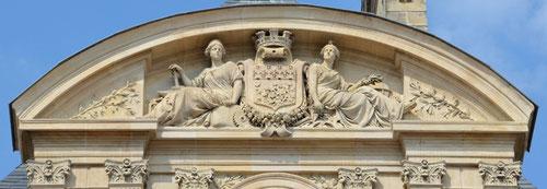 Hôtel de Ville-Amiens- Fronton de l'aile droite- Oeuvre de Louis Duthoit- 1858