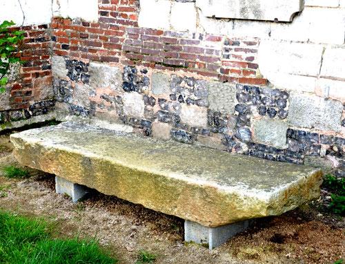 Une table d'autel mystérieuse à l'église Saint-Martin d'Aigneville