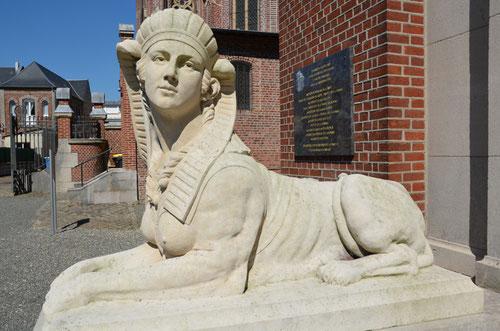 Un des quatre sphinx du Musée Lombart- Doullens