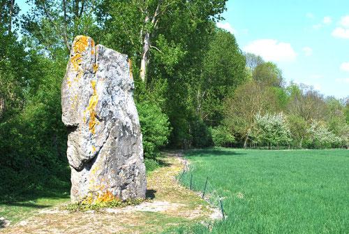 Le menhir de Doingt ou la pierre de Gargantua