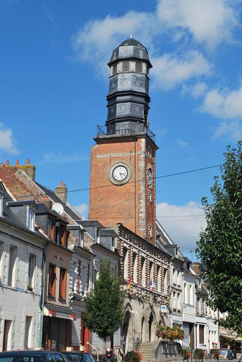 Rue du Bourg à Doullens: le Beffroi