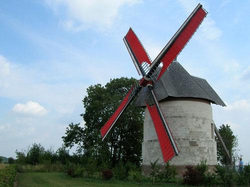 Le moulin d'Eaucourt avec le déploiement de ses toiles- Photo: Patrice Lenne