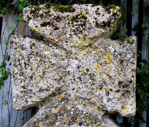Hocquélus (Aigneville): croisillon de la croix templière