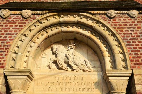 Tympan de l'église de Belloy-Saint-Léonard