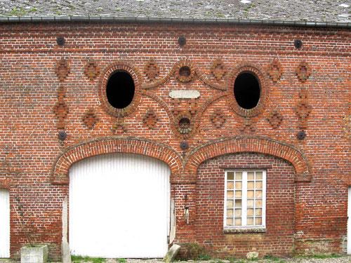 Murs de la ferme du château d'Hénencourt- Photo: Patrick Cornet