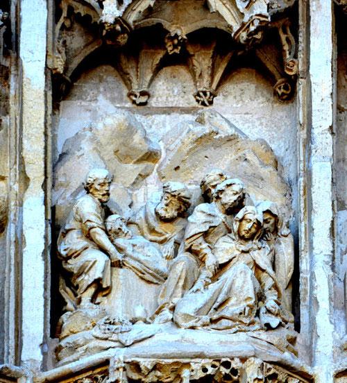 Détail du tympan de la chapelle du Saint-Esprit de RUE: La Mise au Tombeau