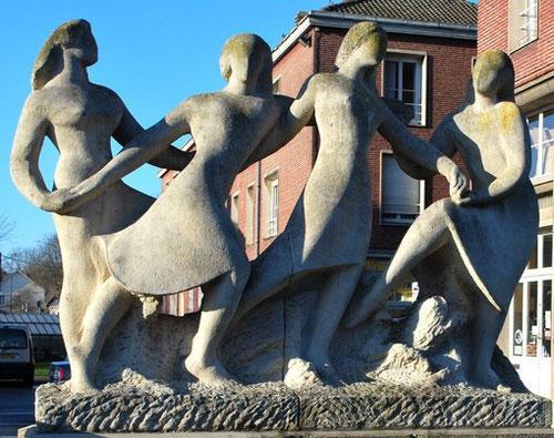 Les quatre Danseuses, rue des Déportés