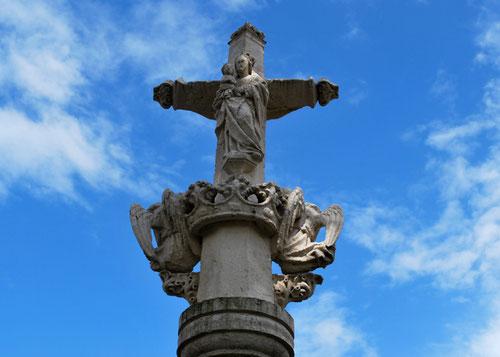 La plus belle croix du département à Thoix (Canton de Conty)