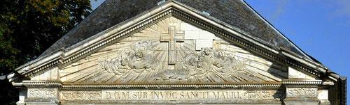 Fronton de la chapelle du château de Davenescourt