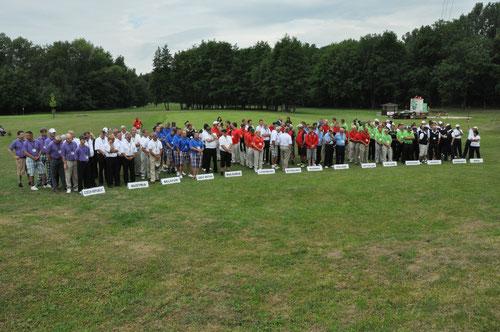 Die 15 Teams bei der Eröffnungszeremonie