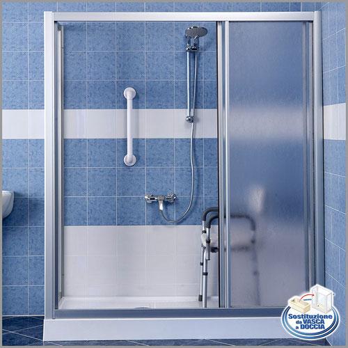 Vasche Da Bagno Piccole Con Box Doccia: Rubinetteria doccia miscelatore con flessibile doccetta.