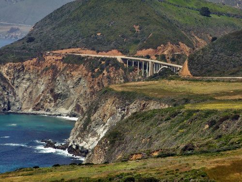 Blick vom Hurricane Point zur Bixby Bridge