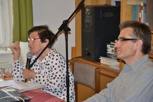 Frau Marie Hlaváčková berichtet úber Franz Schubert  rechts Dr. Zdeněk Mareček