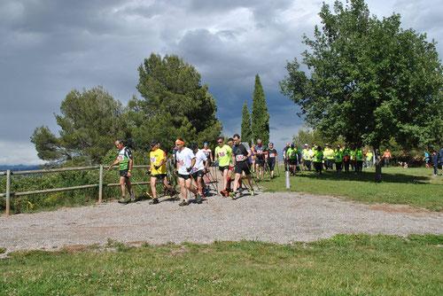 Momento de la salida de los participantes, los negros nubarrones se alejaban