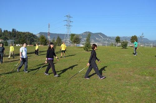 El primer recorrido de practica, coordinación y acostumbrarse a los bastones