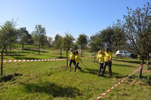 un circuito entre los árboles y en zig-zag fue escenario de la carrera en parejas