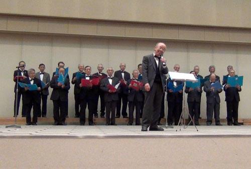 熟年の方による聖歌斉唱