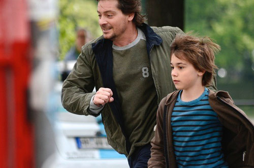 Louie and his film-father Fritz Karl dodge cars to have a boy's day together in Hamburg...