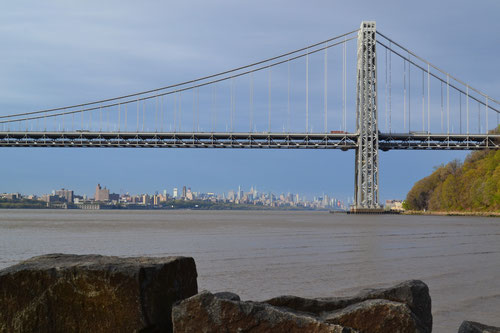 George Washington Bridge mit Manhattan im Hintergrund