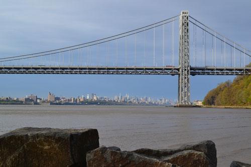 George Washington Bridge mit Manhattan im Hintergrund