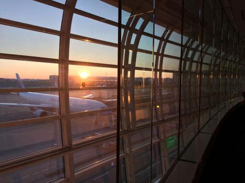 空港で出発前に見た朝日で〜す!