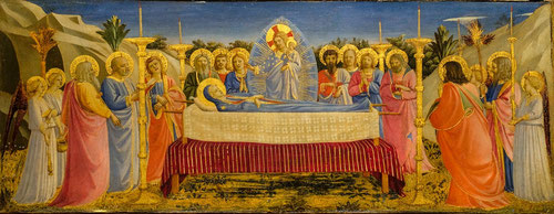 Se presenta Cristo bendiciendo el cuerpo de su madre colocado en un ataud al tiempo que sostiene el alma de Ella en un brazo, rodean el ataud los doce apóstoles, identificados todos ellos por una inscripción.