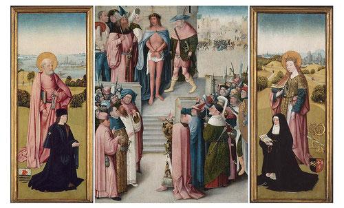 Tríptico completo Ecce Homo,1500.En las tablas laterales se representa a los donantes identificados como Van Os,Secretario Municipal de Hertegonbosch quien es presentado por San Pedro,y su mujer a la derecha presentada por Sta.Catalina.