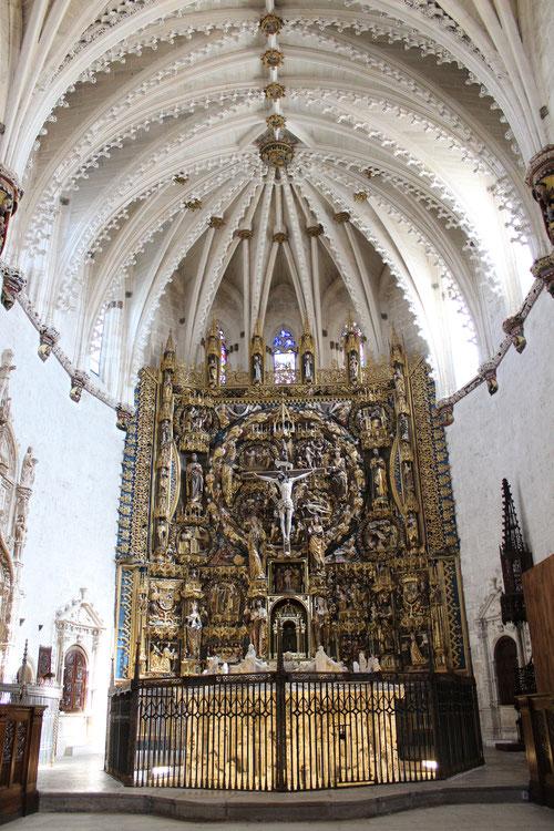 El significado espiritual de este retablo para los cartujos es inmenso, este grandioso tapiz desplegado en forma de catequesis explica el misterio de la Redención. Gil de Siloé y policromía de Diego de la Crux 1496-99