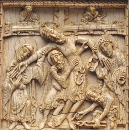 Placa de marfil del taller real de San Isidoro de León esplendidamente tallada en pleno auge del románico con un marcado sentido narrativo.Anónimo leonés del SXII.Probable que formara parte de una arqueta de reliquias para la reina Urraca I.