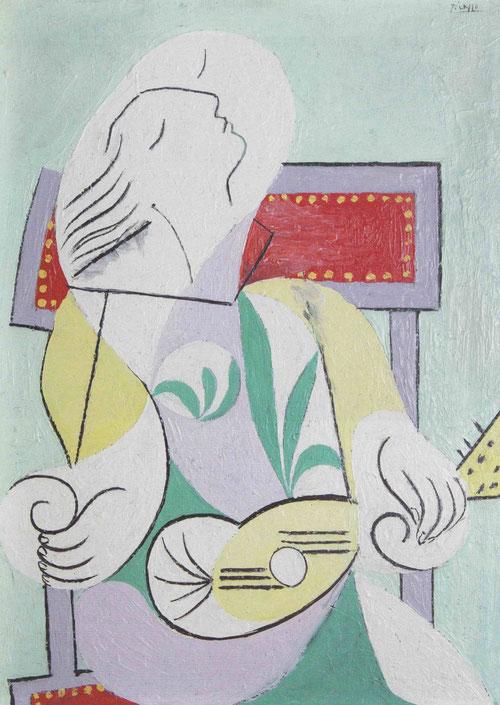 Simplifica la pintura femenina y a veces la somete a una deformación...composición cubista en grandes planos cromáticos, geometriza las cabezas,iconografía sencilla en esta joven con mandolina, es Marie Therèse,1932.University of Michigan Museum.