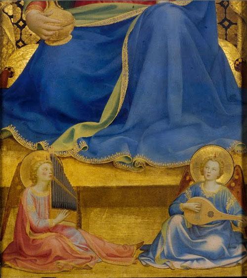 La Virgen de la Humildad debe ser contemporánea a la Virgen de la Granada, en ambas detras de la Virgen los Ángeles sujetan una cortina, espléndidos paños de terciopelo con hilo de oro.La intervención de Ghiberti en el soporte es mas que probable.