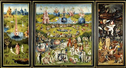 Tabla central,El Jardín de las Delicias. Izquierda:El Paraiso Terrenal.Tabla derecha:El Infierno.Tríptico cerrado:La Creación del mundo.Ya en 1593 estaba en manos de Felipe II que supo captar el caracter moralizante de esta obra y la envió al Escorial.