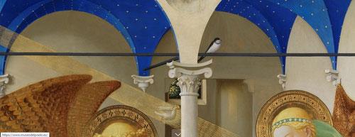 """En el tirante de hierro aparece una golondrina. Hay varias teorías. La fecha del 25 marzo es la fiesta de la Anunciación y la llegada de la primavera.Podría anticipar esa primavera mística"""" que traerá Jesús.También el Salmo 83 """".hasta la golondrina anhela"""