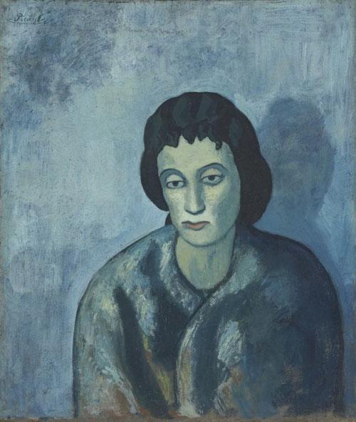 Picasso no se regodea en su condición de reclusa, o de bajos fondos, en esta imagen de Mujer con flequillo pintada en Barcelona en 1902 sino como personas solitarias y melancólicas.