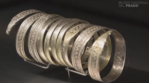 Brazalete espiraliforme del tesoro de Palencia celtibérico..Las espirales presentan una decoración troquelada con motivos geométricos. .Su estado de conservación es excelente.150 años antes de Cristo