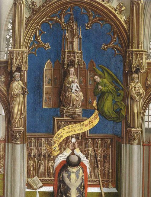 En el centro tras la Crucifixión, el sacramento de la Eucaristía, cuyo retablo esta dedicado a la Asunción de la Virgen, con imágenes de San pedro, S Pablo y S Juan evangelista,corona el retablo la Virgen con Niño.