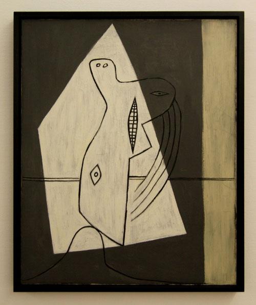 Figure 1927. Centro Pompidou Paris. Una criatura desesperada gruñe en blanco y negro, rostros malévolos, afables, tristes, un impecable equilibrio pétreo.