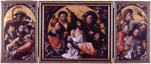 Conjunto monumental con las dos puertas batientes del retablo que hacen alusión al Prendimiento y la Flagelación,el fondo neutro dorado dota al conjunto de cierta intemporalidad.