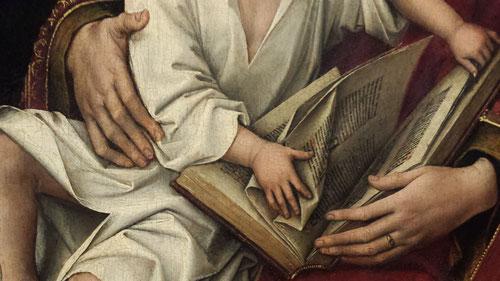 Detalle de la Virgen con Niño de Rogier van der Weyden o Madona de Duran.El Niño que viste con camisa blanca pasa las páginas del Antiguo Testamento en el que se aprecia la letra capitular B azul,pero el resto del texto, en negro y rojo es ilegible